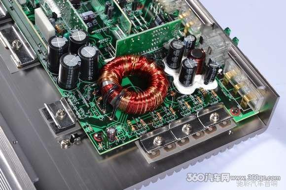 2路前声场功率放大电路和1路超低音功率放大电路